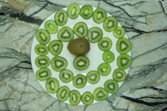 stukken van groene kiwi royalty-vrije stock fotografie