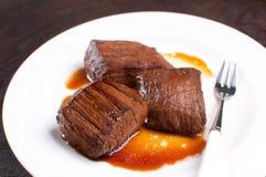 Stukken van het lapje vlees van de rundvleesflank Stock Foto's