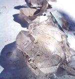 Stukken van oud gebroken glas stock foto