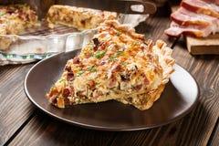 Stukken van quiche Lotharingen met bacon en kaas Stock Fotografie