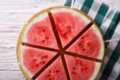 Stukken van rijpe watermeloen op een stokclose-up horizontale bovenkant vi Royalty-vrije Stock Foto's