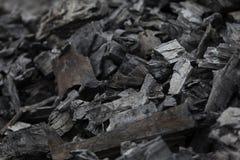 Stukken van steenkool en gebrand hout stock fotografie
