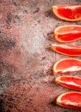 Stukken van verse grapefruit stock afbeeldingen