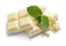 Stukken van witte chocolade met munt royalty-vrije stock afbeeldingen