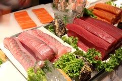 Stukken zalm en tonijnvissen Royalty-vrije Stock Foto's