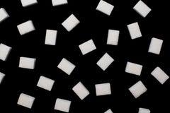Stuksuiker op een zwarte oppervlakte Royalty-vrije Stock Afbeeldingen