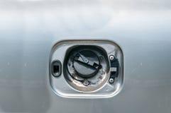 Stulen eller bruten och saknad räkning för bränslebehållare för skadad bilbensin eller diesel- tanka tillförsel Arkivbilder