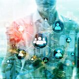 Stunde - Personalwesenmanagementkonzept auf unscharfem Geschäftszentrumhintergrund stockbilder