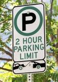 2 Stunden-Parkgrenzzeichen Stockfotos