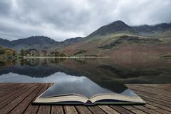 Stuning Autumn Fall landscape image of Lake Buttermere in Lake D Royalty Free Stock Photos