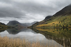 Stuning Autumn Fall landscape image of Lake Buttermere in Lake D Royalty Free Stock Image