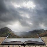Stuning jesieni spadku krajobrazu wizerunek Jeziorny Buttermere w Jeziornym d Obraz Royalty Free