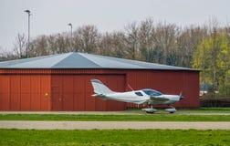 Stuntvliegtuig het opstijgen, recreatieve sporten en hobbys, luchtvervoer royalty-vrije stock foto