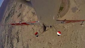 Stuntvliegtuig over Borrego-Doos POV 6 stock video
