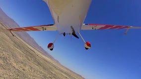 Stuntvliegtuig over Borrego-Doospov 5 START stock footage