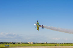 Stuntvliegtuigen tijdens de vlucht Stock Fotografie