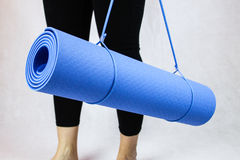 Stuoia blu di yoga Immagini Stock Libere da Diritti