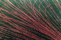 Stuoia lanuginosa nera del pavimento fatta da tessuto con struttura astratta del fondo delle linee rosse o stile d'annata dell'in Immagine Stock