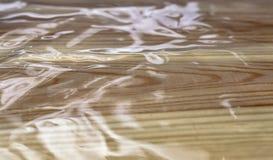 Stuoia trasparente del silicone su struttura dei bordi di legno fotografia stock libera da diritti