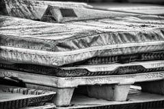 Stuoie della pista e tavolozze dell'ufficio postale Fotografia Stock
