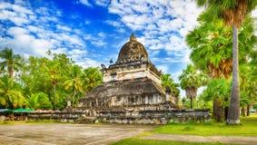 stupa美丽的景色在Wat Visounnarath 老挝 全景 图库摄影