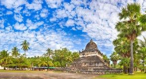 stupa美丽的景色在Wat Visounnarath 老挝 全景 库存照片