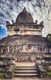 stupa美丽的景色在Wat Visounnarath 老挝 垂直的Pano 库存照片