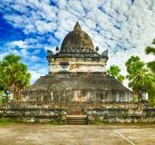 stupa美丽的景色在Wat Visounnarath 老挝 库存照片