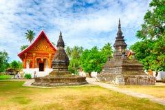 stupa美丽的景色在Wat Visounnarath 老挝 图库摄影