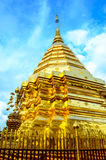 金黄stupa 免版税库存照片