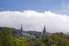 双Stupa 免版税图库摄影