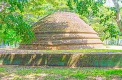 老stupa 免版税库存照片