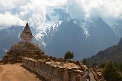 Stupa antico vicino a Khumjung Fotografia Stock