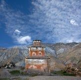 Stupa antiguo del Bon en el pueblo de Saldang, Nepal occidental fotografía de archivo libre de regalías