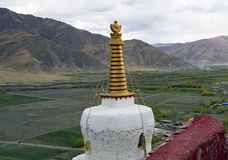 Stupa au palais de Yumbulakhang, vallée de négligence de Yarlung - Thibet Photos stock