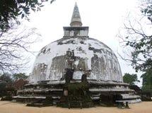 Stupa bianco in Polonnaruwa fotografia stock libera da diritti