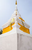 Stupa blanc dans le temple Photo stock