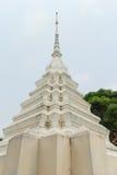 Stupa blanco bajo luz del sol Fotos de archivo