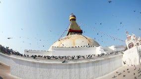 Stupa Bodhnath с флагами молитве видеоматериал
