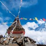 Stupa bouddhiste en montagnes, Népal Images libres de droits
