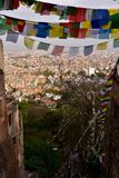 Stupa Boudhanath和色的旗子,尼泊尔 图库摄影
