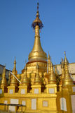 Stupa buddista dorato sulla cima del supporto Popa, Myanmar & x28; Burma& x29; immagine stock libera da diritti