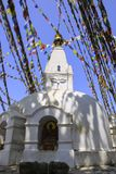 Stupa budista branco nepalês com o olho da Buda, Kathmandu, fotos de stock royalty free