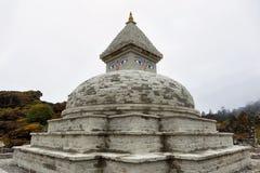 Stupa budista cerca del pueblo de Khumjung Imagen de archivo libre de regalías