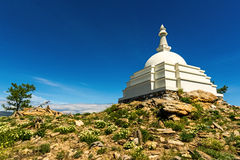 Stupa budista de la aclaración en la isla Ogoy Fotografía de archivo