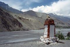 Stupa budista en mustango superior Foto de archivo libre de regalías