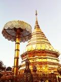 Stupa de Doi Suthep de la pagoda de oro en Chiang Mai Fotos de archivo libres de regalías