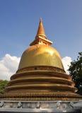 Stupa de oro en los templos de la cueva de Dambulla Imagenes de archivo