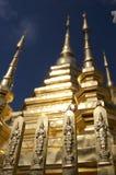 Stupa de oro de Wat Phan Tao fotos de archivo