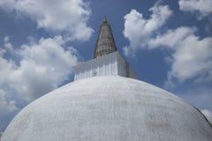 Stupa de Ruwanwelisaya bajo construcción, Anuradhapura, Lan de Sri Fotos de archivo libres de regalías